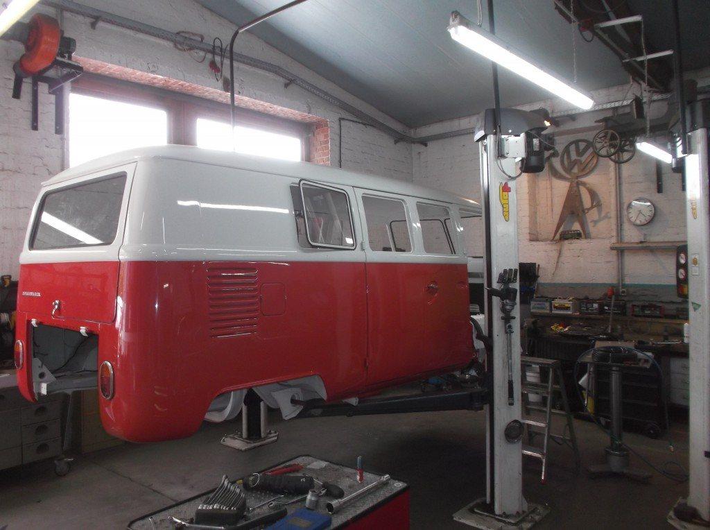 VW-T2-auf-Hebebühne